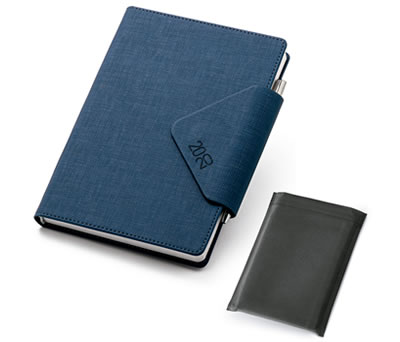 Agenda 2020 color azul con funda y bolígrafo tamaño B5 de polipiel para plasmar el logo de tu empresa