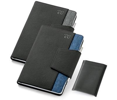 Agenda de bolsillo 2020 en polipiel y tejido poliester con funda y bolígrafo incluido con posibilidad de personalizarla para tu empresa