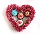 Brillos de labios en forma de cupcake ideal como detalle para las mujeres invitadas a la boda