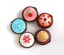 Brillos de labios en forma de cupcake ideal como detalle para las mujeres invitadas a la boda o a la sniñas