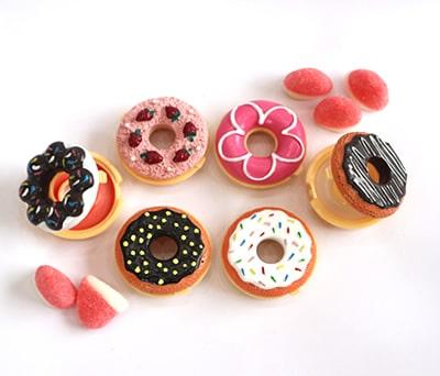 Originales Brillos de labios en forma de donuts ideales como detalle para las mujeres invitadas a las boda o eventos