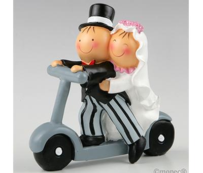 FIGURA NOVIOS PASTEL PATINETE para la tarta nupcial o como regalo para los siguiente en casarse
