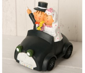 Figura novios pastel y hucha en coche para la tarta o como regalo para los siguientes en casarse