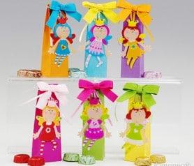 Puntos de libro en forma de hadas con caja de colores y chocolatinas ideal como detalle de comunión