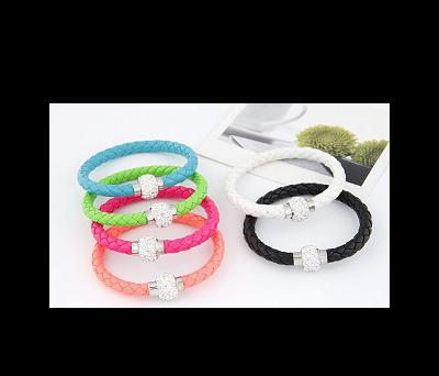pulseras cuero y brillantes colores