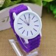 reloj esférico para mujeres con correa en silicona de color morado