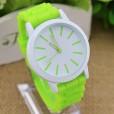 reloj esférico para mujeres con correa en silicona de color verde pistacho