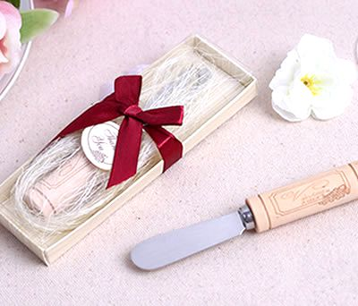 Cuchillo untador de mantequilla con mango tapón como detalle de boda para los invitados