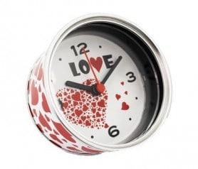 Reloj de aluminio en forma de corazón como detalle para los hombres invitados