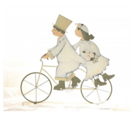 figura de novios en bicicleta