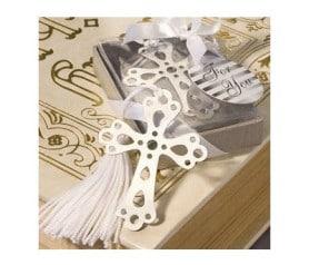 punto de libro en forma de cruz como detalle para la comunión