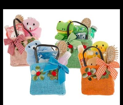 Bolsita saco para niños en diferentes colores. Contiene gel, cepillo pelo, peluche y