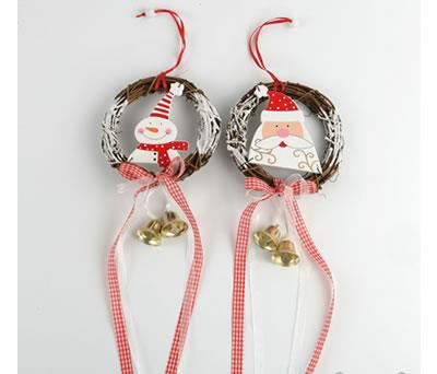 Colgante corona papá noel y muñeco de nieve para decorar tu hogar estas navidades
