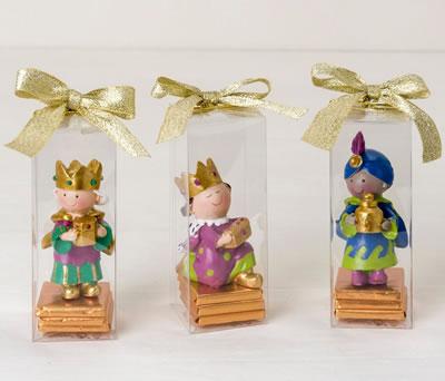 Muñecos reyes magos estuchados con chocolatinas como detalle para regalar estas navidades