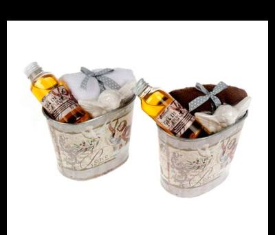 Set de baño lata Ángeles con gel de baño, toalla y jabón de manos en forma de ángel en olores de vainilla para las mujeres del evento o boda
