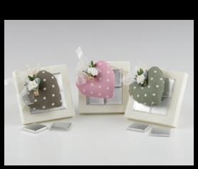 Cójín corazón topitos y pinza en caja con napolitanas para detalles de invitados