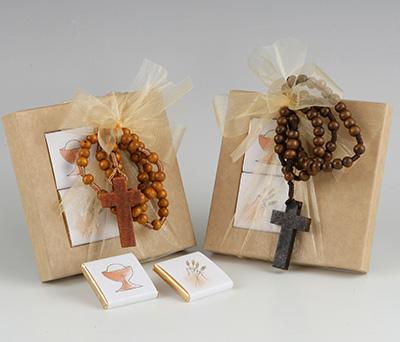 Estuche con napolitanas y colgante en forma de rosario para detalles de invitados
