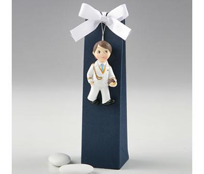 Imán comulgante niño con caja y peladillas como detalle de comunión para tus invitados
