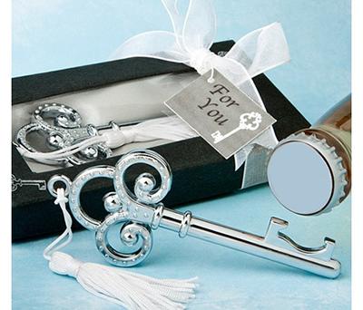 LLAVE PLATEADA ABRIDOR EN CAJA DE REGALO como detalle para invitados de la boda