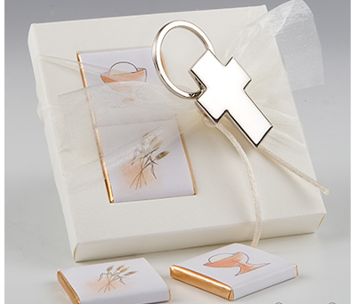 Llavero cruz en caja con napolitanas para detalles de invitados