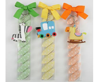 Llaveros con caramelos como detalle de bautizo o cumpleaños