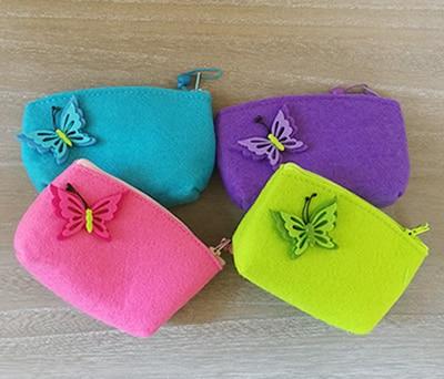 Monedero de fieltro combinado en varios colores con detalle de mariposa