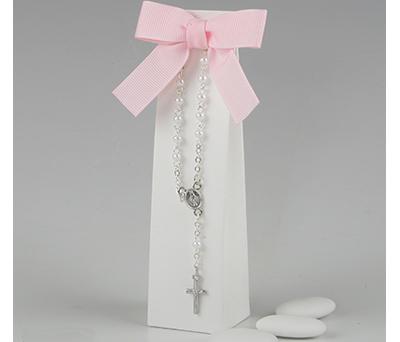 Pulsera rosario en caja con peladillas para detalles de invitados