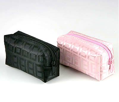 necesser motivos geométrico color rosa y negro ideal como detalle para las mujeres invitadas a la boda