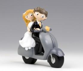 FIGURA DE NOVIOS EN SCOOTER como regalo para los siguientes en casarse