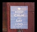 cartel de madera en color azul con mensaje personalizado para bodas y eventos