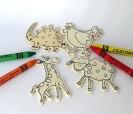 Animales de madera con imán y pinturas para colorear. Les encantará a los niños invitados al bautizo o al cumpleaños