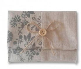 Portatodo yute floral ideal como complemento de tu detalle para tu boda