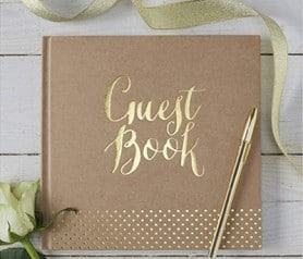 Libro-de-firmas-para-tu-boda-de-estilo-kraft-y-con-detalles-dorados-para-que-vuestros-invitados-os-dejen-los-mesajes-en-vu