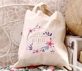 Bolsa de asa larga ideal personalizada como detalle de boda para las invitadas