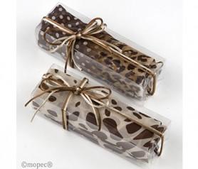 Foulard estampado marrón y beige en caja de regalo y lazada como detalle para las mujeres de la boda
