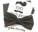 Pajarita en color negro con tarjetón personalizado a juego como detalle de boda para los hombres invitados