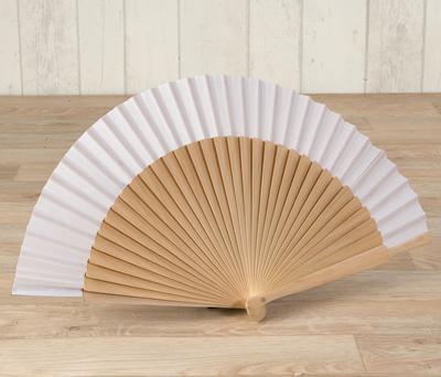Abanico madera natural y tela en color blanco como detalle o complemento de boda