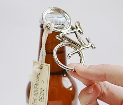 Abribor en forma de bicicleta vintage con mensaje detalle vintage y original como dealle de boda par alos hombres invitados