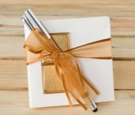 BOLÍGRAFO OCRE PUNTERO TÁCTIL CON NAPOLITANAS como obsequio para tus invitados de boda, comunión y bautizo