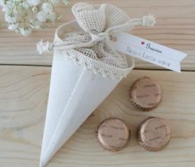 CONO-BOLSA CON CHOCOLATES como detalle para tus invitados de boda, comunión y bautizo