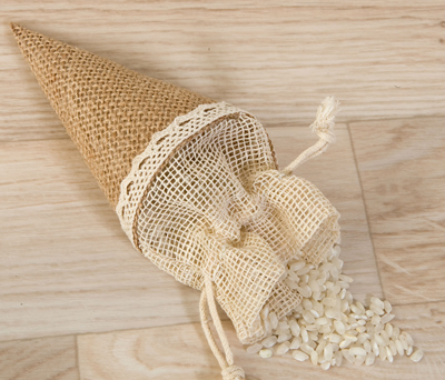 CONO-BOLSA DE YUTE como complemento de boda