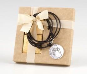 Colgante medalla ángel con caja y chocolatinas como detalle de comunión