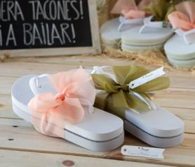 FLIP FLOP BLANCAS ADORNADAS como detalle para tus invitados de boda, comunión y bautizo