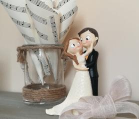 Figura de novios dulce caricia para tarta de boda o regalar en tu boda.fw