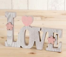 Letras Love en madera con corazones para decorar la boda