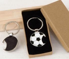 Llavero abridor en forma de pelota de fútbol para regalar como obsequio a los homnres invitados