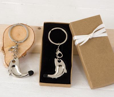 Llavero delfín con puntero táctil en caja decorada como detalle de boda