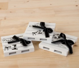 Posavasos palets madera con lazo como detalle para los invitados de tu boda o evento