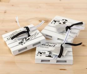 Posavasos palets madera con napolitana como detalle para los invitados de tu boda o evento