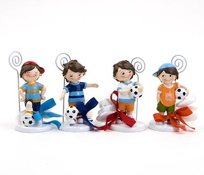 Portafotos futbolistas surtidos en 4 modelos con 3 peladillas de chocolate como detalle para invitados de comunión